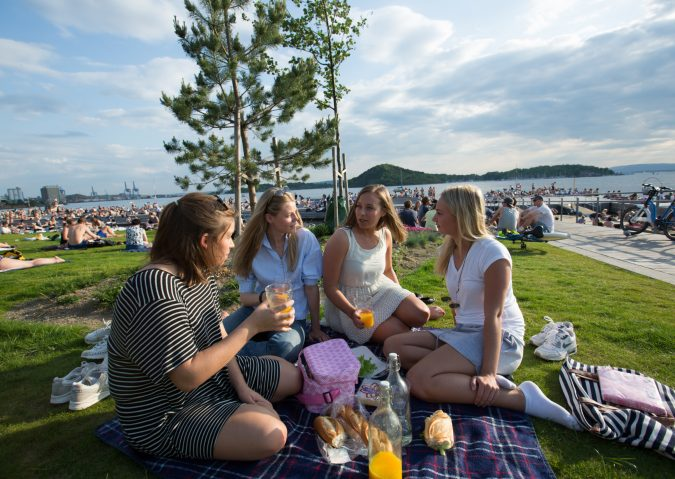 Piknik og bading på Sørenga sjøbad