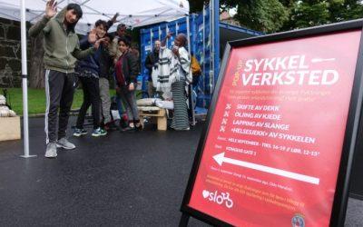 Unge flyktninger på sykkel